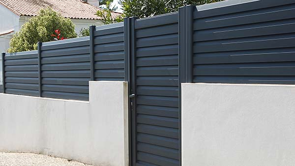 fence installation perth, using aluminium to instal a fence that is based in fremantle